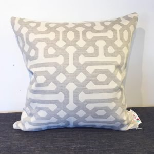 Hotte-Couture_Coussin-Sunbrella_Fretwork_Pewter_01
